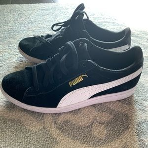Black suede Puma sneakers size 38